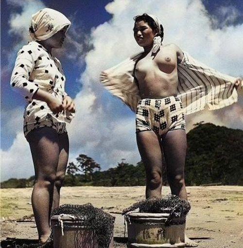 おっぱい丸出しの昔の「海女さん」自然に鍛えられた身体がこちら。(エロ画像)・15枚目