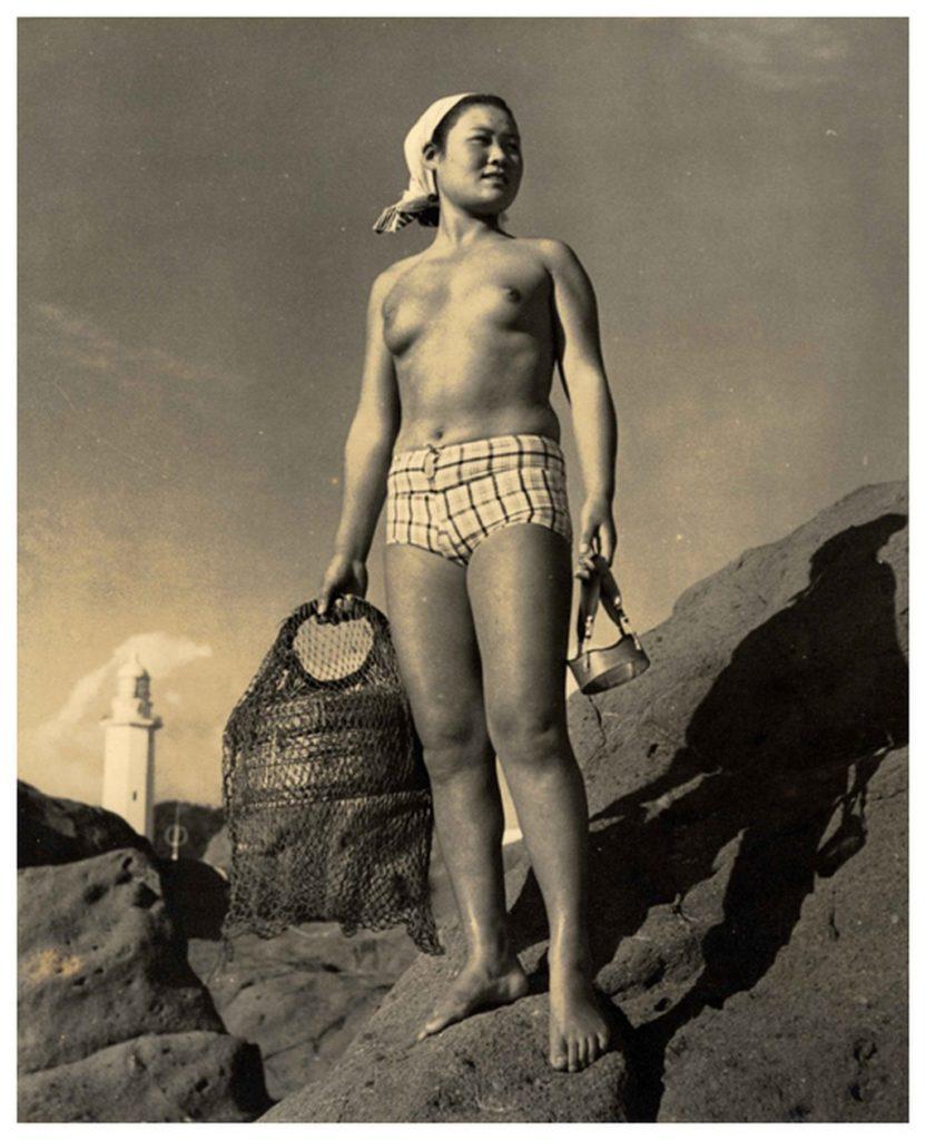 おっぱい丸出しの昔の「海女さん」自然に鍛えられた身体がこちら。(エロ画像)・16枚目