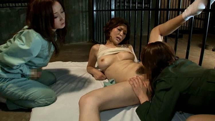 【エロ画像】女子刑務所で行われている性的イジメが壮絶すぎる・・・・2枚目