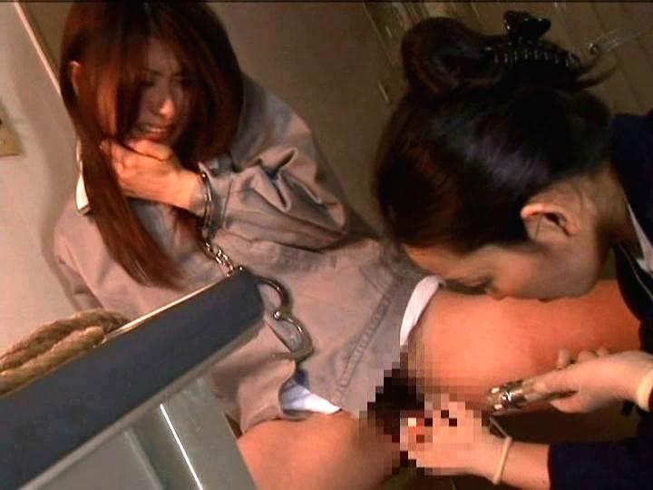 【エロ画像】女子刑務所で行われている性的イジメが壮絶すぎる・・・・5枚目