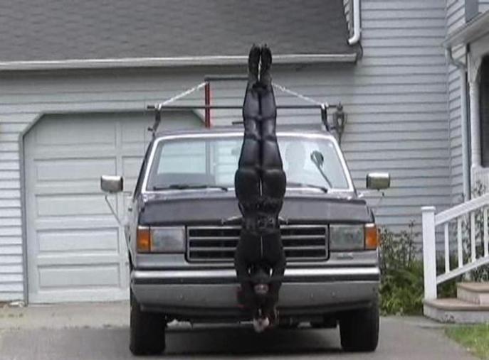 【エロ画像】女を人間と思ってない男のDOQ車がこちらです・・・・・・18枚目