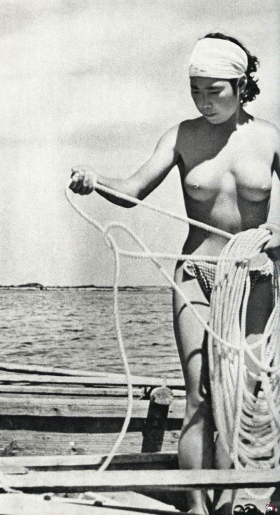 おっぱい丸出しの昔の「海女さん」自然に鍛えられた身体がこちら。(エロ画像)・18枚目