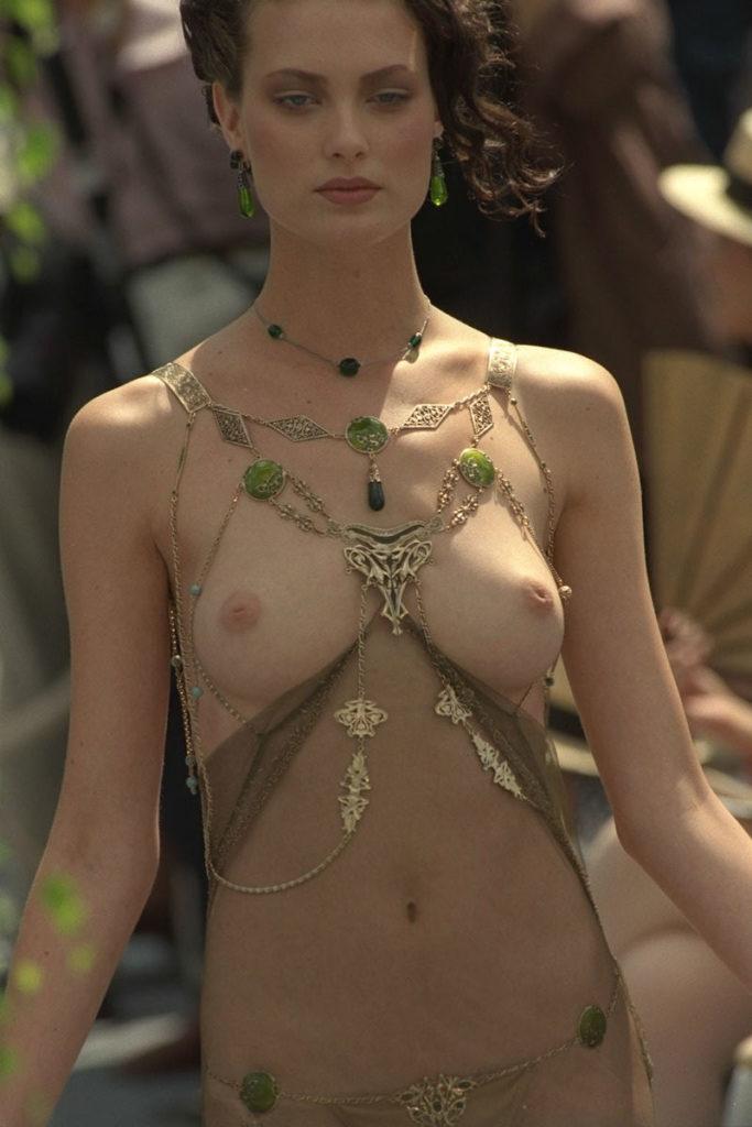 【パリコレ】エロすぎる世界一のファッションショー、おっぱいも最強やったwwwww(100枚)・41枚目