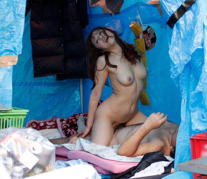 【エロ画像】結婚初夜にホームレスに犯されるっていうシチュエーション・・・・・20枚目