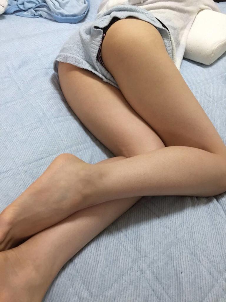 【エロ画像】海外で撮影されたショーパン女子、若すぎない?wwwwww・22枚目
