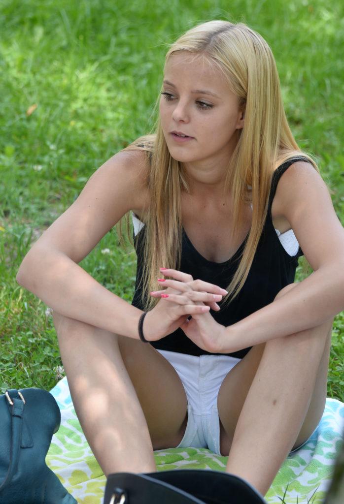 【エロ画像】海外で撮影されたショーパン女子、若すぎない?wwwwww・26枚目
