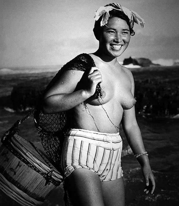 おっぱい丸出しの昔の「海女さん」自然に鍛えられた身体がこちら。(エロ画像)・3枚目