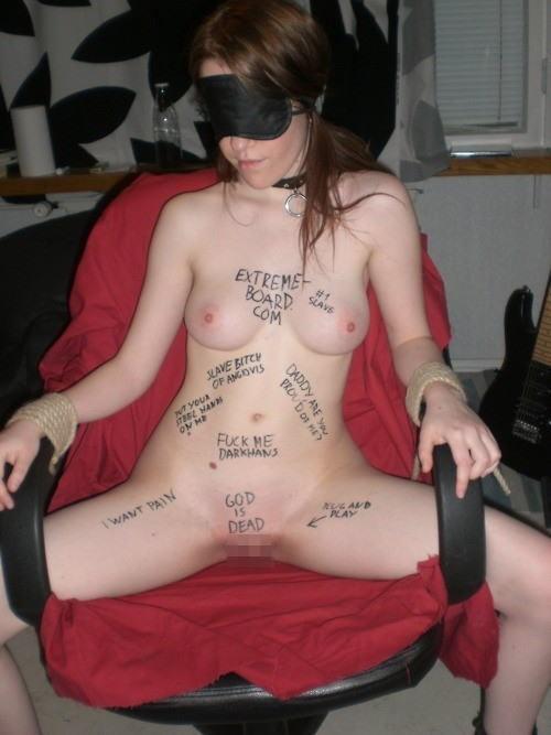 【性奴隷】ガチで飼われてしまった女さんたち…こんな扱いあるの??(エロ画像)・3枚目