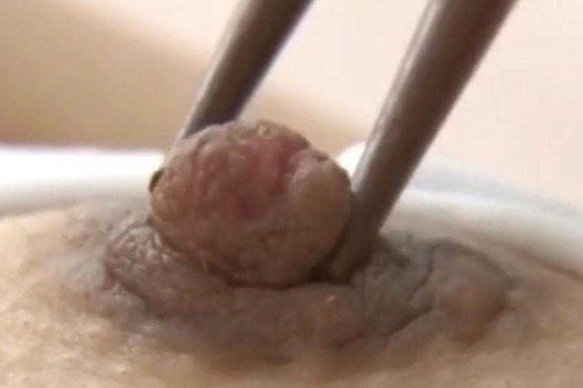【エロ画像】繊細すぎるエロプレイがこちらです。乳首は豆ですか?wwwwww・14枚目