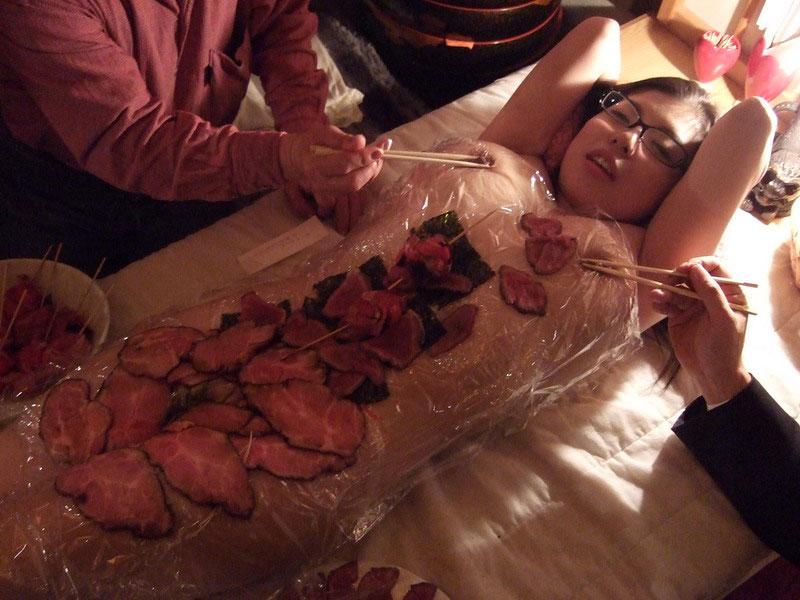 【エロ画像】繊細すぎるエロプレイがこちらです。乳首は豆ですか?wwwwww・6枚目