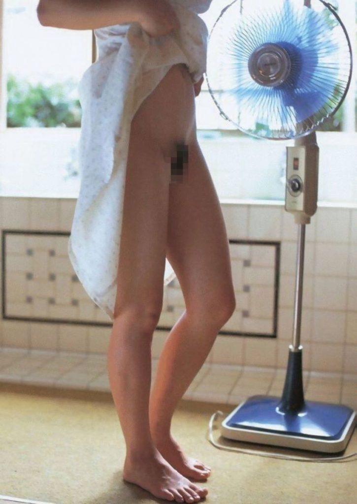 【エロ画像】夏の風物詩。扇風機の前で涼む女の子たちのエロ画像wwwwww・28枚目