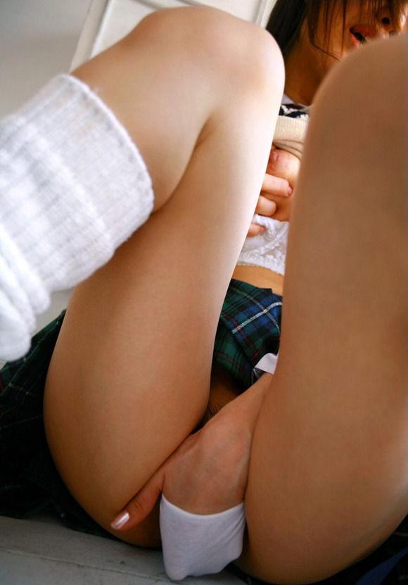 """制服姿のまま""""オナニー""""しちゃう女さんガッツリ撮影されちゃうwwwww(エロ画像)・5枚目"""