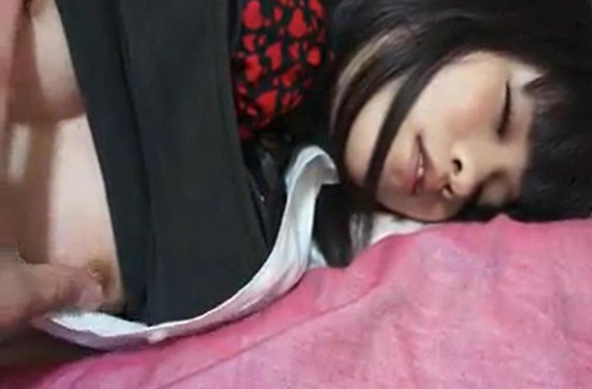 【エロ画像】寝てる女の子、知らぬ間にイタズラされ撮影される・・・・5枚目