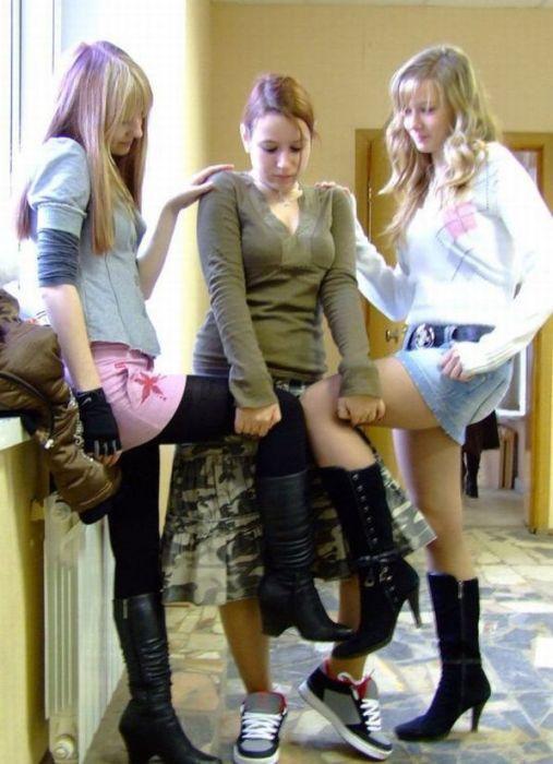 ロシアの女子学生さん、仲間と悪ふざけwwwこれはヤリすぎです。。(エロ画像)・7枚目