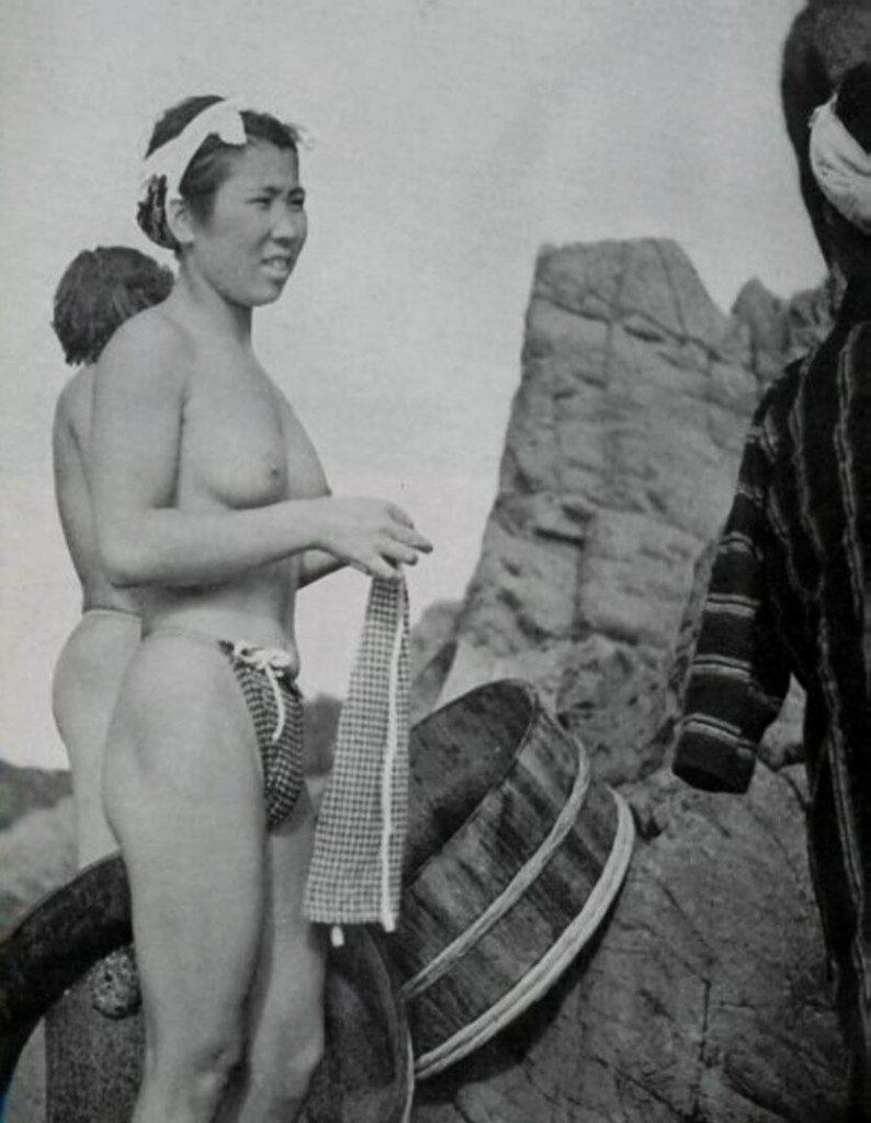 おっぱい丸出しの昔の「海女さん」自然に鍛えられた身体がこちら。(エロ画像)・7枚目