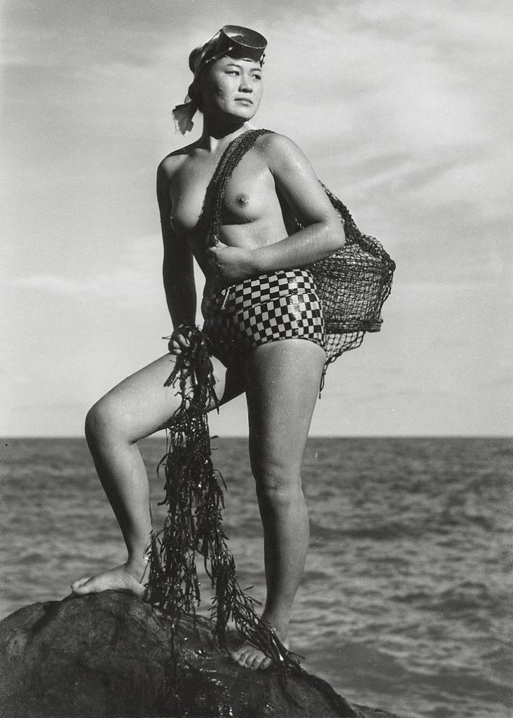 おっぱい丸出しの昔の「海女さん」自然に鍛えられた身体がこちら。(エロ画像)・8枚目