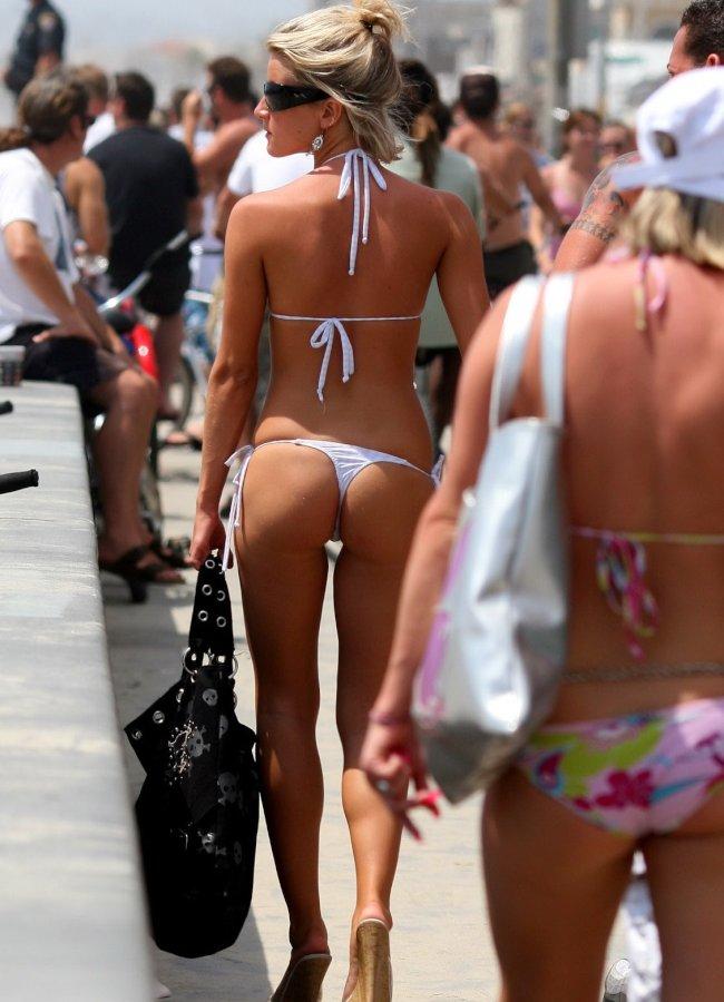 """【尻フェチ】海外のビーチで見える極上ビキニ女さんの""""美尻""""がヤバいwwwww・15枚目"""
