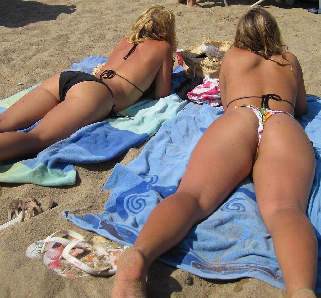 """【尻フェチ】海外のビーチで見える極上ビキニ女さんの""""美尻""""がヤバいwwwww・19枚目"""