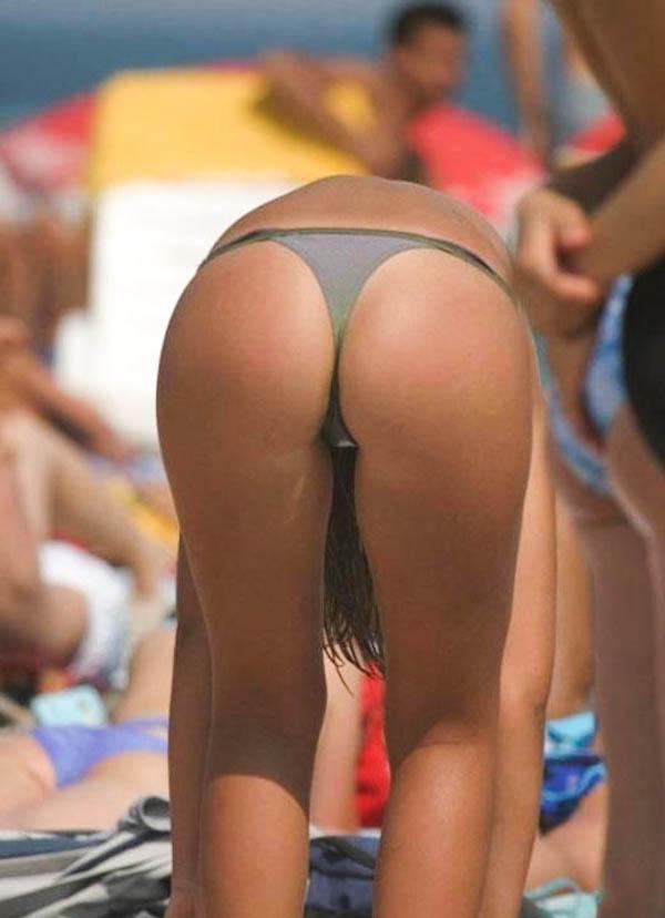 """【尻フェチ】海外のビーチで見える極上ビキニ女さんの""""美尻""""がヤバいwwwww・21枚目"""