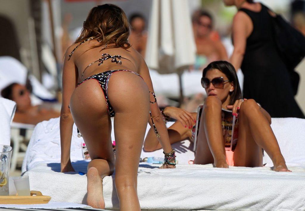 """【尻フェチ】海外のビーチで見える極上ビキニ女さんの""""美尻""""がヤバいwwwww・30枚目"""