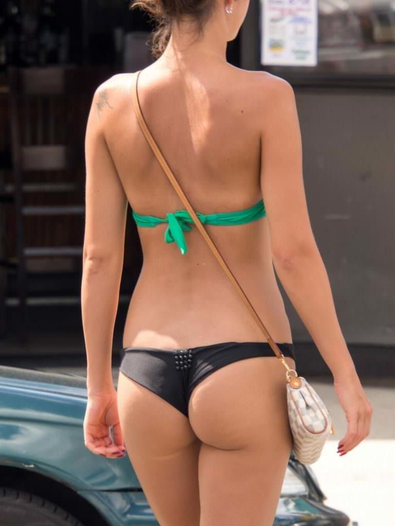 """【尻フェチ】海外のビーチで見える極上ビキニ女さんの""""美尻""""がヤバいwwwww・7枚目"""