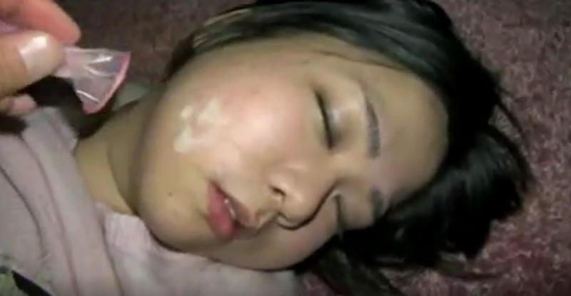 【エロ画像】寝てる女の子、知らぬ間にイタズラされ撮影される・・・・9枚目