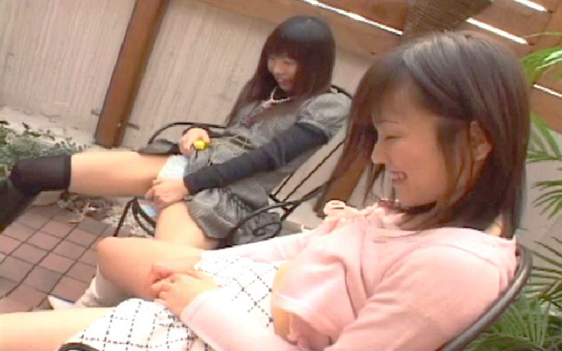 【エロ画像】お友達と相互オナニーしてる女ってなんなの?wwwwww・7枚目
