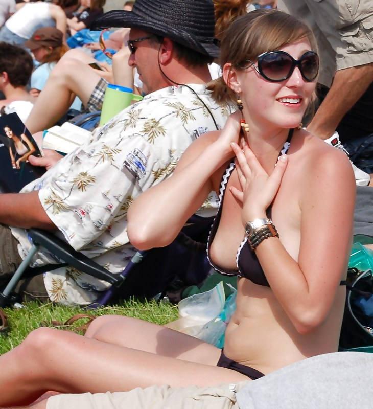 """""""ポロリ""""しちゃった女さん、反応が可愛すぎてヤバいwwwwww(エロGIF、画像)・106枚目"""