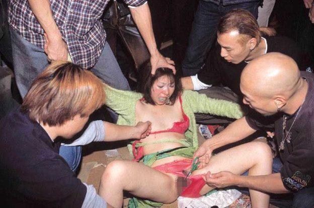 【ガチレイプ】これが本物の犯されてる女のエロ画像です・・・・・(画像あり)・28枚目