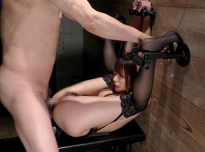 【アナル】「恥ずかし固め」とかいうケツの穴が全開な体位がこれ。。(エロ画像)・2枚目