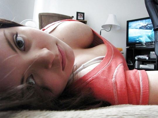 「ロリ巨乳」って言われる世界の女の子たち。破壊力は抜群ですwwwww(エロ画像)・3枚目