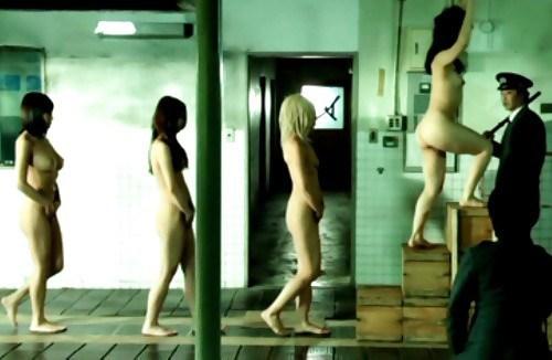 女性刑務所では「マンコの中」までチェックされるって噂、本当やったwwwww(エロ画像)・4枚目