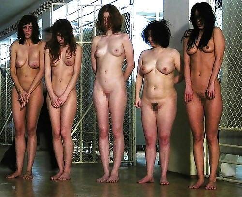 女性刑務所では「マンコの中」までチェックされるって噂、本当やったwwwww(エロ画像)・6枚目