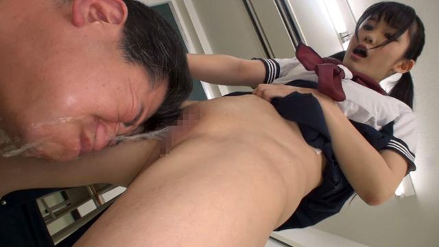 制服痴女さん、男にオシッコを引っ掛けて歓喜します・・・(エロ画像)・8枚目
