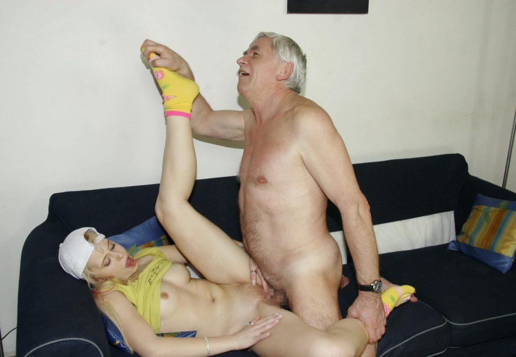 【近親相姦】これヤバくないか…身内でセックスしてるヤツら・・・・・37枚目