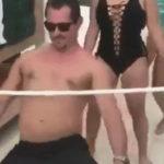 【エロGIF】リンボーダンスで盛大にやらかした女さんヤバすぎない??wwwwww