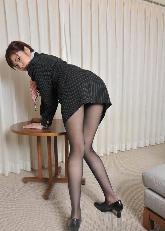 タイトスカートから見える「美脚」が一番好きやぁって奴の為のエロ画像wwwww・11枚目