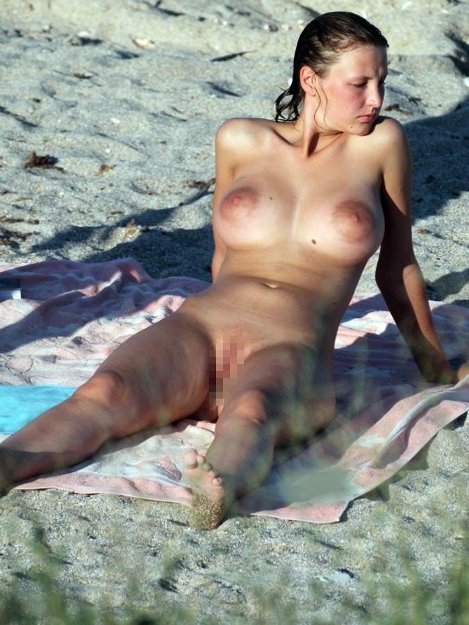 「ヌーディストビーチ」でマンコを見せつけてくる女がいっぱい撮影されるwwwww・15枚目