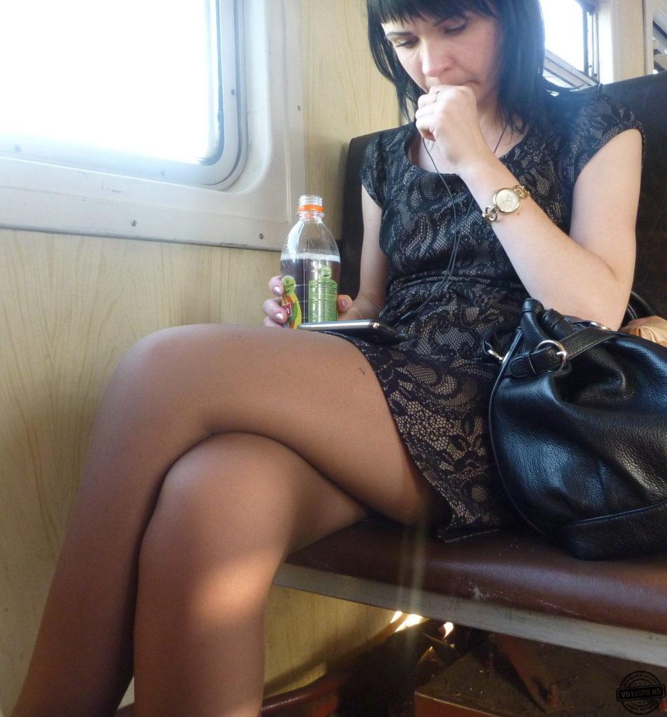 【盗撮】電車で「足組み」してる女の子を専門的に狙う奴の画像フォルダwwwww・15枚目
