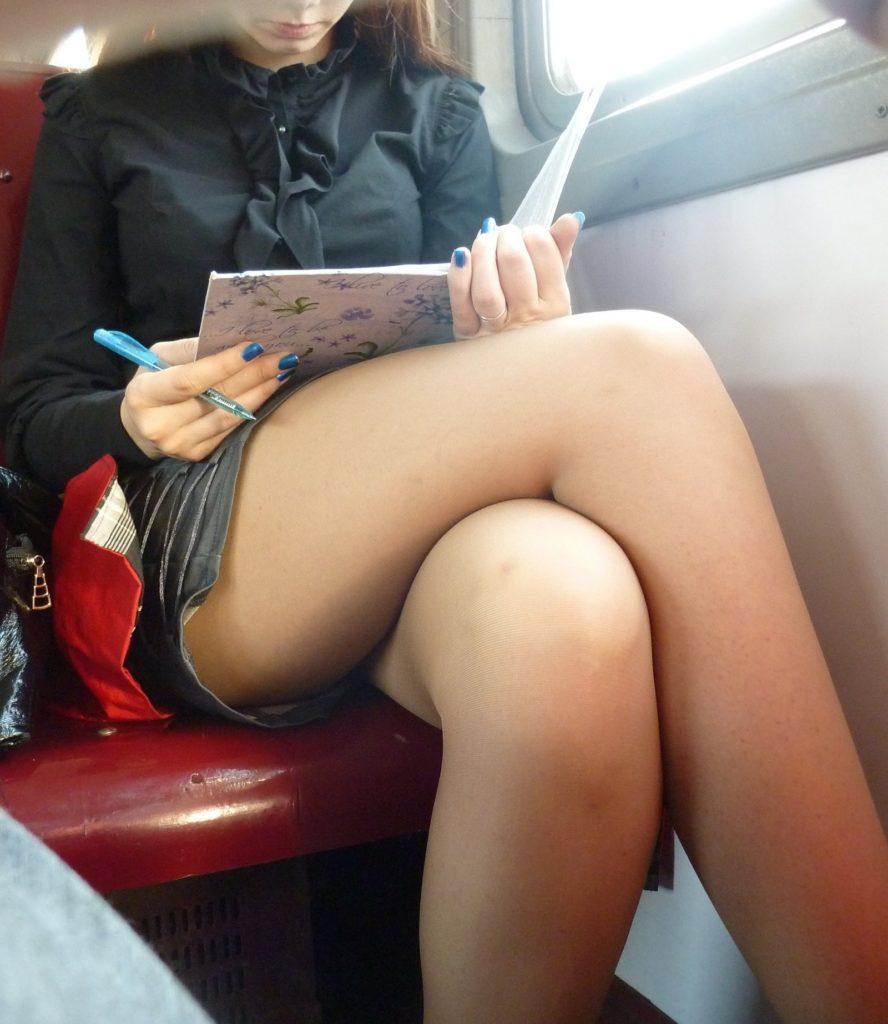 【盗撮】電車で「足組み」してる女の子を専門的に狙う奴の画像フォルダwwwww・17枚目