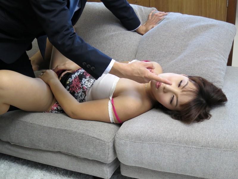 【昏睡】女の子を眠らせてイタズラする悪党が撮った写真がこちら。。・19枚目