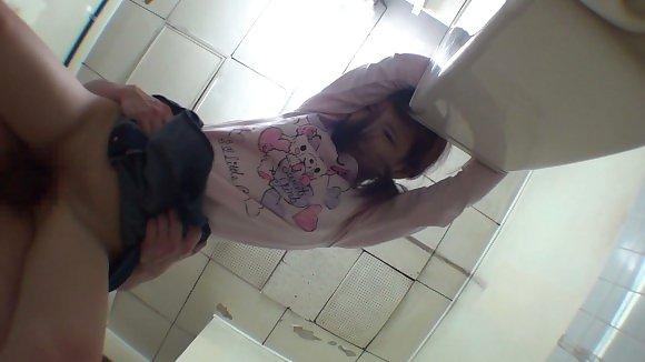 トイレの盗撮カメラに偶然映ってしまったレイプされる女さん・・・・(エロ画像)・19枚目