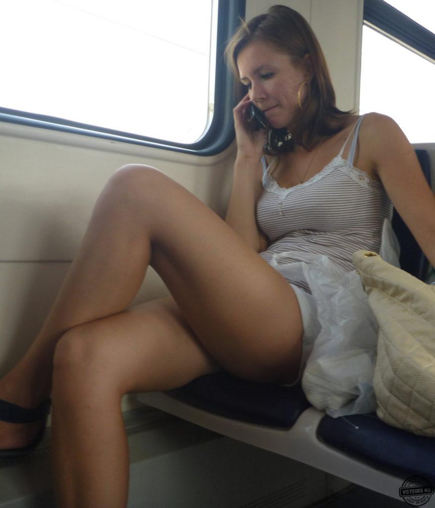 【盗撮】電車で「足組み」してる女の子を専門的に狙う奴の画像フォルダwwwww・21枚目