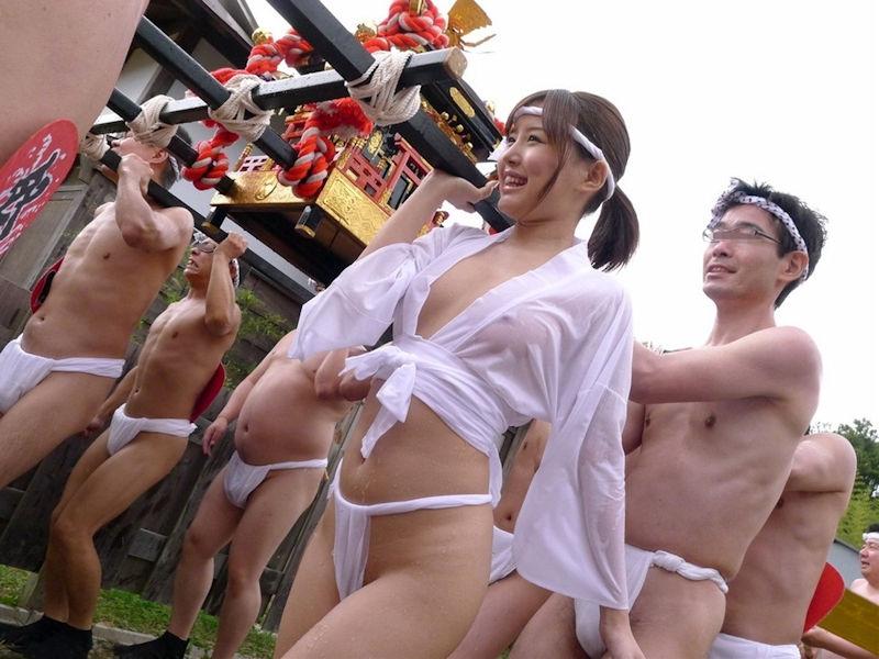 【エロ画像】日本でも最もエロい「祭り」がこちら。10代もいるらしい…・21枚目