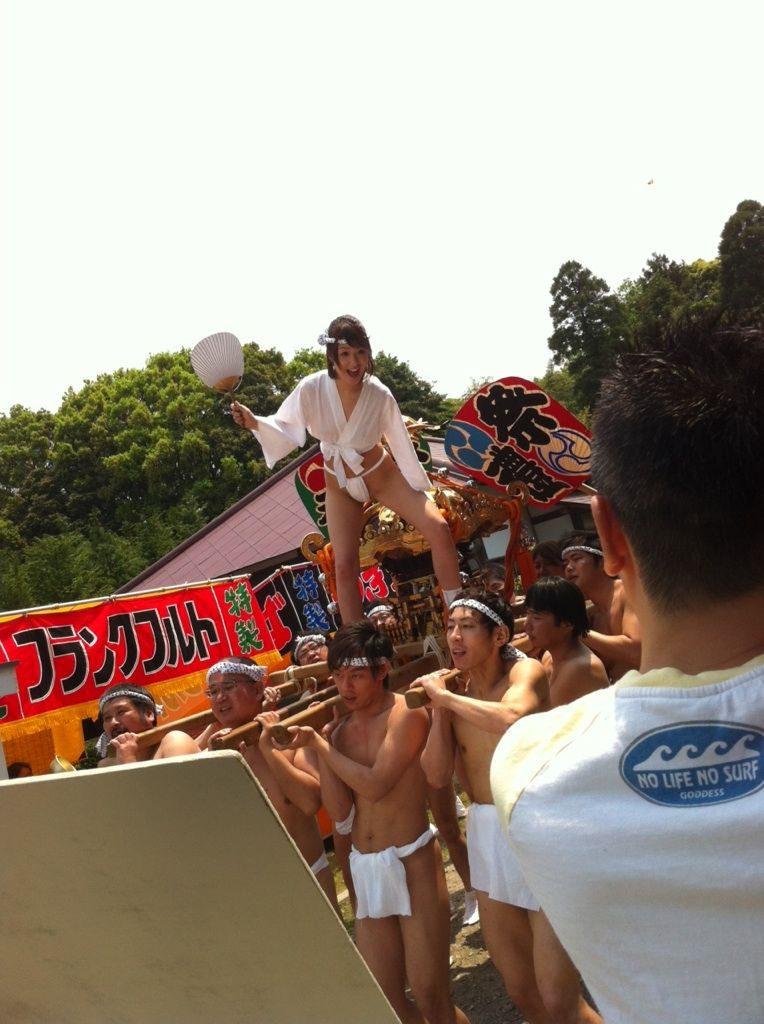 【エロ画像】日本でも最もエロい「祭り」がこちら。10代もいるらしい…・22枚目