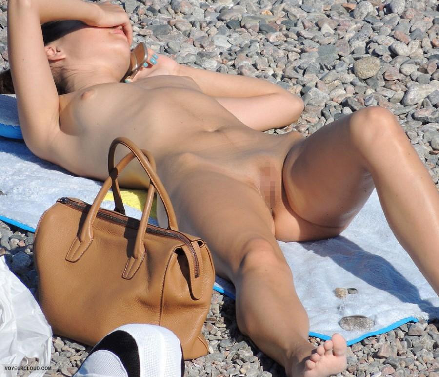 「ヌーディストビーチ」でマンコを見せつけてくる女がいっぱい撮影されるwwwww・23枚目