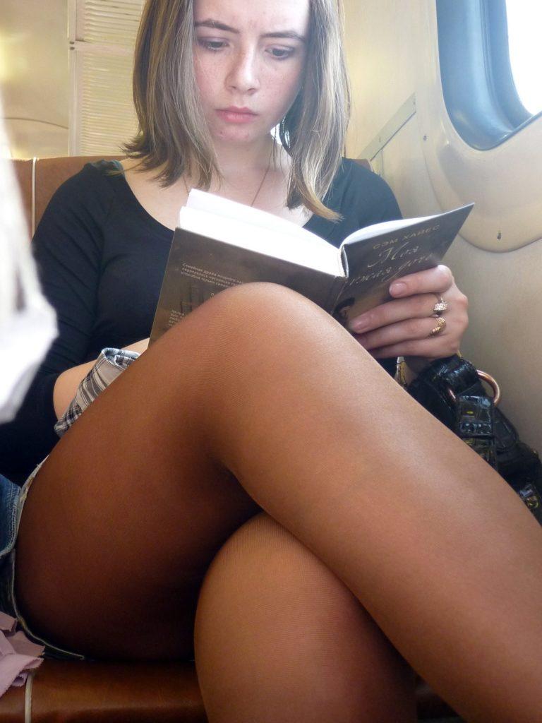 【盗撮】電車で「足組み」してる女の子を専門的に狙う奴の画像フォルダwwwww・24枚目