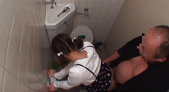 トイレの盗撮カメラに偶然映ってしまったレイプされる女さん・・・・(エロ画像)・30枚目