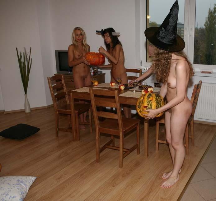 ハロウィンで激しいコスで現れる女。これただの露出狂だよね?wwwww(エロ画像)・19枚目