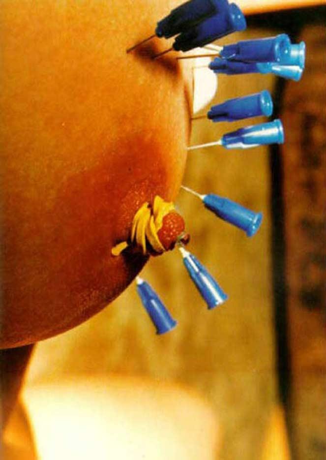 【エログロ】乳首とかクリトリスを貫通させる意味不明プレイ・・・・・・29枚目